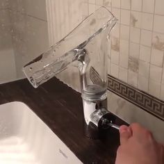 😍 How awesome is this innovative sink faucet? 😱 Would you add this feature in your home? TAG a friend who would love this faucet! Bathroom Design Luxury, Bathroom Interior, Modern Bathroom, Home Interior Design, Diy Bathroom Ideas, Interior Ideas, Unique Bathroom Sinks, Studio Interior, Glass Bathroom