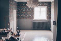bröstpanel vid fönster - Sök på Google Dream Apartment, Bedroom, Furniture, Decor, House Ideas, Google, Haus, Bedrooms, Decorating