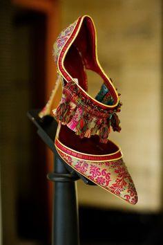 via Shoe Heaven Manolo Blahnik - Peony Lim