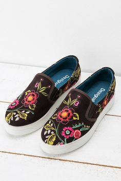 Desigual Ethnic-print slip-on pumps. Discover all the new arrivals for your feet!