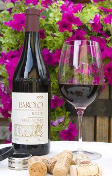 Er du til vine og delikatesser, så forkæl dig med et besøg hos Piemonte Vine & Delikatesser i deres fine salgsvogn foran gården.