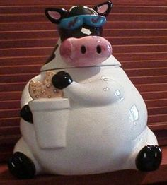 Cow cookie and milk cookie jar Antique Cookie Jars, Ceramic Cookie Jar, Cow Cookies, Biscuit Cookies, Cookie Dough, Mouse A Cookie, Cow Kitchen Decor, Mccoy Pottery, Vintage Cookies