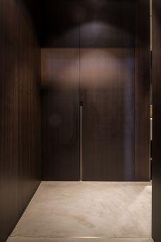 Antwerp Loft / by Dieter Vander Velpen Architects (Photo: Thomas De Bruyne) Interior Walls, Bathroom Interior, Built In Furniture, Furniture Design, Dark Wood Cabinets, Dark Wood Kitchens, Diy Curtains, Door Design, Interior Architecture