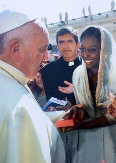 Immaculée Ilibagiza con el Papa