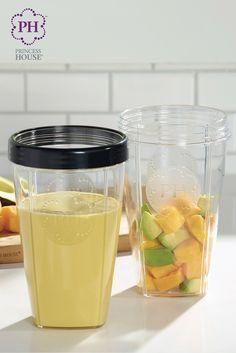 El licuado desayuno tropical tiene mucha vitamina C y solo 180 calorías. ¡Prepáralo en tu Procesador multiusos Vida Sana™ para comenzar tu día saludablemente!