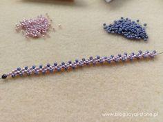 Naszyjnik St. Perersburg Chain | Royal-Stone blog Beaded Jewelry Designs, Bead Jewellery, Seed Bead Jewelry, Seed Beads, Jewelry Making Tutorials, Beading Tutorials, Crochet Beaded Bracelets, Beading Patterns Free, Hair Accessories