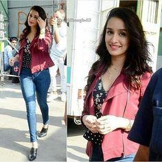 She is mah fav~rishita Prettiest Actresses, Beautiful Actresses, Indian Celebrities, Bollywood Celebrities, Bollywood Stars, Bollywood Fashion, Bollywood Heroine, Shraddha Kapoor Cute, Sraddha Kapoor