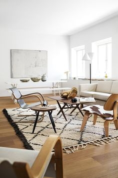 simple neutral living room with a beni ourain carpet  #midcenturymodern #homedecor #interiordesign