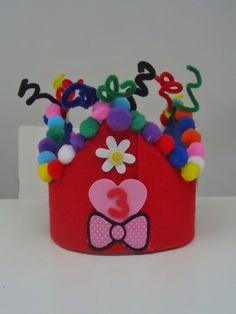 DIY kroon voor mijn 3 jarige meid gemaakt van....vanalles...en krulletjes!