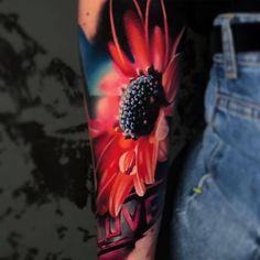 Flower tattoo by Igor Mitrenga - Tattoo Models Realistic Tattoo Artists, Realistic Flower Tattoo, Colorful Flower Tattoo, Hyper Realistic Tattoo, Female Tattoo Artists, Flower Tattoos, Neue Tattoos, Body Art Tattoos, Cool Tattoos