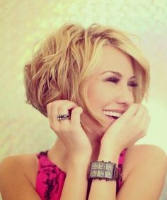 The awesome short hairstyle is textured slightly on the ends, with side swept long bangs that are thinned for extreme texture and effect. The short straight hairstyle with side part can help create an illusion that you are taller than you are. Besides, the fun and smooth hairstyle can flatter many face shapes. -