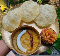Unique Catering Ideas For Weddings To Make Your Guests Happy Korean Street Food, Indian Street Food, Indian Snacks, Indian Food Recipes, Indian Foods, Bengali Food, Desi Food, Tasty Bites, Dessert Drinks
