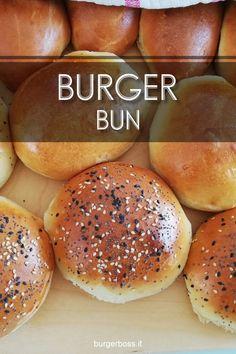 Burger Buns, morbidissimi panini per hamburger My Favorite Food, Favorite Recipes, Panini Sandwiches, Homemade Burgers, Hamburger Buns, Bun Recipe, Finger Foods, Italian Recipes, Pane Pizza