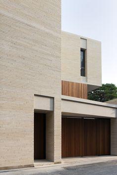 Jeong Jaeheon Minimal Architecture, Brick Architecture, Beautiful Architecture, Brick Facade, Facade House, Building Exterior, Brick Building, Modern Exterior, Exterior Design