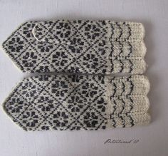 Kindad | Knitted lace design Lace Design, Mittens, Knit Crochet, Mom, Knitting, Fashion, Fingerless Mitts, Moda, Tricot