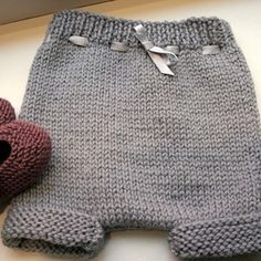 43 Ideas For Knitting Hat For Boys Diaper Covers Baby Knitting Patterns, Knitting For Kids, Crochet Baby, Knit Crochet, Tricot Baby, Diy Crafts Knitting, Sewing Pants, Romper Pattern, Baby Bloomers