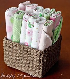 Baby Diy Sewing Homemade Gifts Burp Cloth Tutorial 66 Ideas For 2019 Baby Sewing Projects, Sewing For Kids, Sewing Ideas, Sewing Crafts, Baby Burp Cloths, Baby Bibs, Burp Cloth Tutorial, Bib Tutorial, Tutorial Sewing