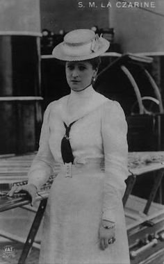 King Queen Princess, Prince And Princess, Alexandra Feodorovna, Tsar Nicolas, Familia Romanov, Anastasia Romanov, Postcards For Sale, Movie Photo, Vintage Photographs