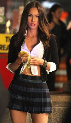 Megan Fox dressed as a high school girl again! - Outfit - Women in Uniform Megan Fox Dress, Megan Fox Sexy, Megan Fox Style, Megan Denise Fox, Megan Fox Outfits, 2000s Fashion, Look Fashion, Fashion Beauty, Corpo Megan Fox