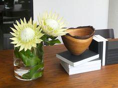 大切なお客様におもてなし。お花があるって素敵ですよ。