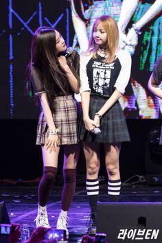 Lisa&Rose Yg Entertainment, K Pop, South Korean Girls, Korean Girl Groups, Blackpink Members, Blackpink Photos, Jennie, Park Chaeyoung, Korea