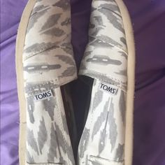 White and gray Toms EUC only worn a few times but has slight signs of wear as pictured. Have never tried to clean them TOMS Shoes Flats & Loafers