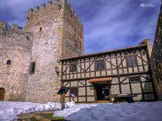 Castillo de San Vicente en Argüeso, Cantabria con niños Medieval, Places To Go, Mansions, House Styles, Portugal, Home, World, Vacations, Viajes