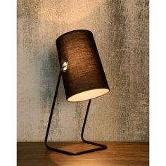 La lampe de chevet abat-jour Bost est à la fois sobre, résistante, authentique et fonctionnelle. Haute d'un peu plus de 40 cm, cette lampe peut se placer sur un bureau, une table de nuit ou n'importe quel meuble. Elle s'installe dans de nombreux environnements en toute discrétion.
