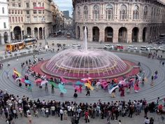 Piazza De Ferrari #Genova, rosa contro i tumori