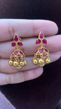Ruby Necklace Designs, Gold Ring Designs, Gold Bangles Design, Jewelry Design Earrings, Gold Jewellery Design, Gold Jhumka Earrings, Gold Jewelry Simple, Gold Earrings For Kids, Schmuck Design