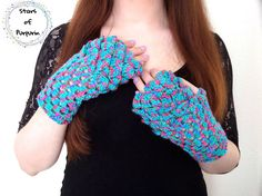 Mermaid Mittens  Mitones de Sirena  Guantes Sirena Guantes Friends With Benefits, Kawaii, Arm Warmers, Lana, Etsy Seller, Pastel, Fingerless Mitts, Mittens, Blue Nails