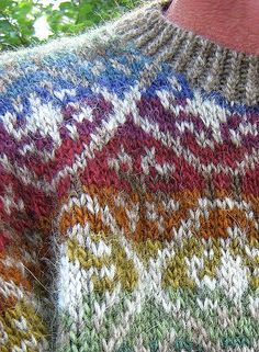 Icelandic wool, reminds me of those I still have in my stash since middle of Pattern for the sweater in one of Moda magazines. Have to check it out. Fair Isle Knitting Patterns, Knitting Machine Patterns, Fair Isle Pattern, Knitting Stitches, Knitting Designs, Knit Patterns, Hand Knitting, 90s Pattern, Fabric Embellishment