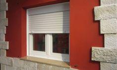 Desde Bricomanía os mostramos cómo colocar una ventana con persiana en la pared. Un trabajo de albañilería muy práctico a la hora de cambiar las ventanas del hogar.  Más info: http://www.hogarutil.com/bricolaje/tareas/albanileria/201404/colocar-ventana-persiana-24369.html#ixzz2yV1pbP26