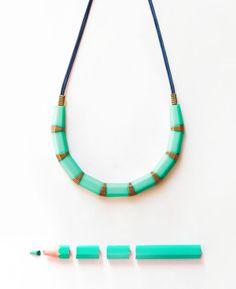 collier crayon