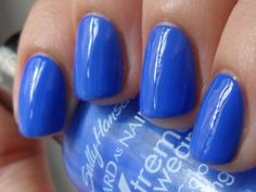 This is a polish I meant to try in June, when I was wearing all blues, greens, and everything in between, but I ended up putting it off 'til now (too many polishes, not enough days.) Sally H…