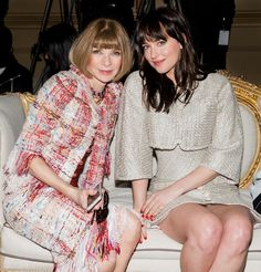 Anna Wintour (アナ・ウィンター) と女優の Dakota Johnson (ダコタ・ジョンソン)。| © Chanel