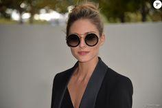 """Olivia Palermo arrivant au défilé de mode """"Elie Saab"""", collection prêt-à-porter Printemps-Eté 2017 à Paris, le 1er octobre 2016"""