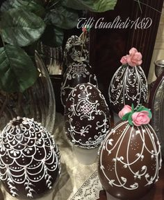 Bilderesultat for house of faberge Chocolate Work, Chocolate Drip Cake, Easter Chocolate, Cake Design Inspiration, Egg Cake, Royal Icing Decorations, Easter Traditions, Easter Holidays, Easter Cookies