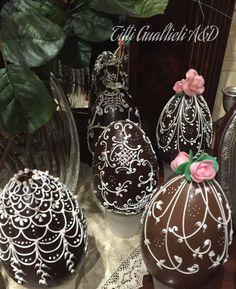 Uova di Pasqua al cioccolato e ghiaccia reale, chocolate easter egg in royal icing- Fabergé Art