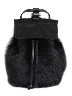 e8ff88d80c15 ... main en fourrure et cuir   Fur and leather handbag