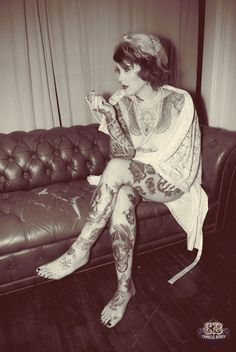 Lovely vintage sofa.... Lovely tattooed lady