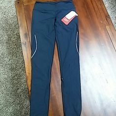 Zella live in Navy running leggings NWT Live in zella Zeltek. Ultimate stretch they are new with tags never worn too long for me. Zella Pants Leggings