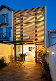ancient and contemporary architectures. House Cladding, Wood Cladding, Tropical Architecture, Architecture Design, Archi Design, Small House Design, House Extensions, House In The Woods, Merida