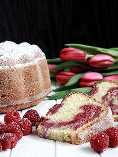 Koňaková bábovka s malinovým mramorováním – The Olive Czech Recipes, Bread Cake, Pound Cake, Cheesecake, Food And Drink, Cooking, Sweet, Cakes, Kitchen