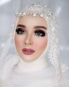 Hijabi Wedding, Wedding Hijab Styles, Muslimah Wedding Dress, Muslim Wedding Dresses, Muslim Brides, Pink Wedding Dresses, Blush Pink Wedding Dress, Bridal Hijab, Bride Veil