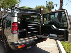 Tripical Auto Carriers Inc This is how we Roll. #LGMSports transport it with http://LGMSports.com 2001 Land Rover SE7 Discovery II Rear organization