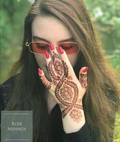 Mehendi and Sangeet Photography is the new métier in wedding photography Khafif Mehndi Design, Mehndi Design Pictures, Arabic Mehndi Designs, Mehndi Images, Mehandi Designs, Tattoo Designs, Latest Henna Designs, Mehndi Designs For Girls, Stylish Mehndi Designs