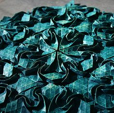 Close up view of the Art Nouveau tessellation.