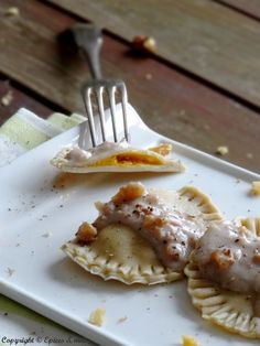 Buckwheat ravioli with pumpkin and walnut sauce - Épices & moi - - Pizza Recipes, Vegetarian Recipes, Snack Recipes, Dessert Recipes, Cooking Recipes, Dessert Empanadas Recipe, No Cook Meals, Kids Meals, Fancy Pizza