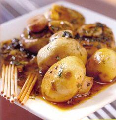 Tapas - Champignons In Knoflooksaus recept | Smulweb.nl Appetizer Recipes, Appetizers, Potato Vegetable, Baked Potato, Side Dishes, Potatoes, Tasty, Treats, Snacks